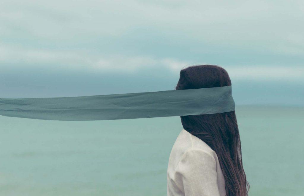 Как победить страх и фобии девушка с закрытыми глазами